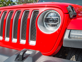 Jeep upgraded the headlights to LED lighting.