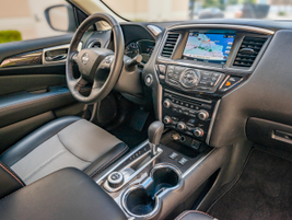 This model features the 8-inch touch screen with a premium Bose 13-speaker sound system.