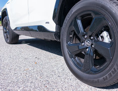 The XSE model includes standard 18-inch black alloy wheels.