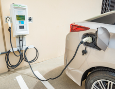 A 640-mile range includes 25 all-electric miles.