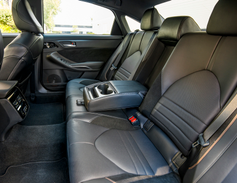 Since the 2012 model year, the Avalon has beenbuilt on the same platform as the Lexus ES.