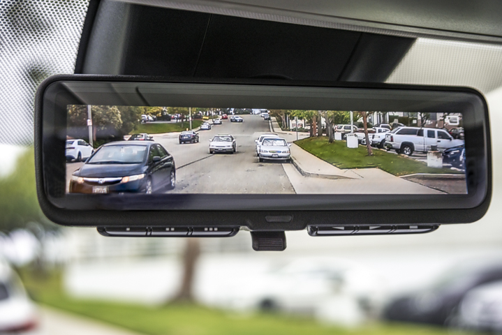 A digital rear-view video mirror is standard on Limited and above.