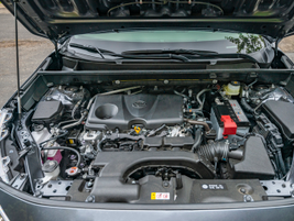 A 2.5L four-cylinder engine delivers power through an 8-speed automatic transmission.
