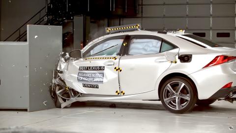 Lexus IS Small Overlap Crash Test