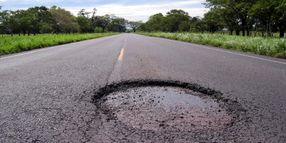 Detroit Potholes Sending Residents to Rental Car Facilities