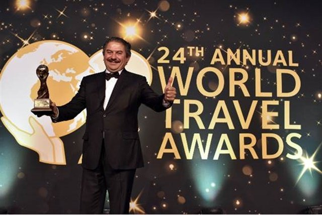 Sixt received the award for Mexico's Leading Car Rental Company at the World Travel Awards. Photo courtesy of Sixt Mexico.