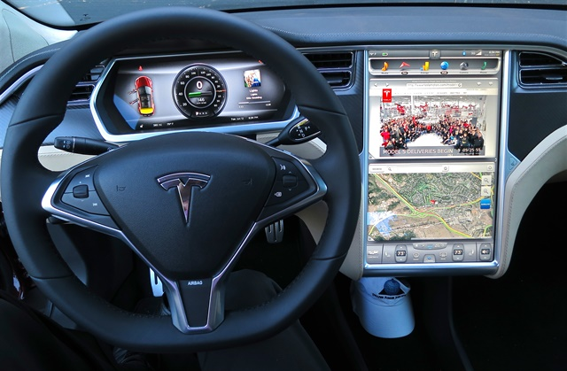 The instrument panel in a Tesla Model S. Photo via Wikimedia.