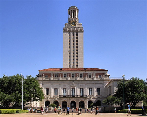 The main building at the University of Texas at Austin. Photo via Larry D. Moore/Wikimedia.