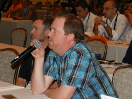 At the end of each seminar, attendees had the opportunity to ask questions to the speakers.