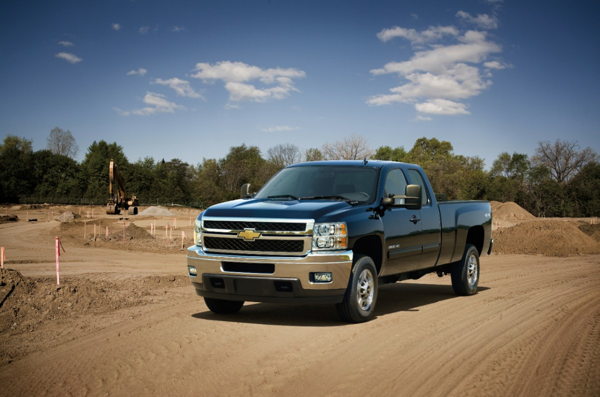 GMC Sierra and Chevrolet Silverado Bi-Fuel Pickups Begin Production