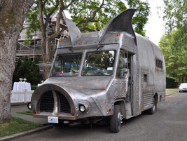 Maximus/Minimusis a Seattle-based food truck that served pulled pork sandwiches, veggie...