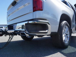 Corner steps make access to the truck bed more convenient.