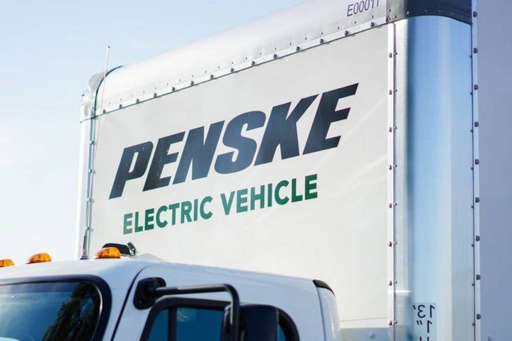 Penske runs six DC fast charging stations at cities in Southern California, which helps it develop the data and insights on running an electric truck fleet. - Photo: Penske