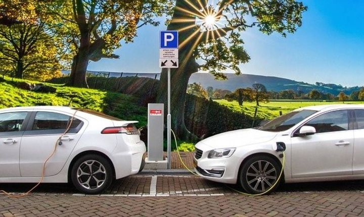 EV fleet duty cycles must match charging access and timing. - Photo: Pixabay photo by Joenomias