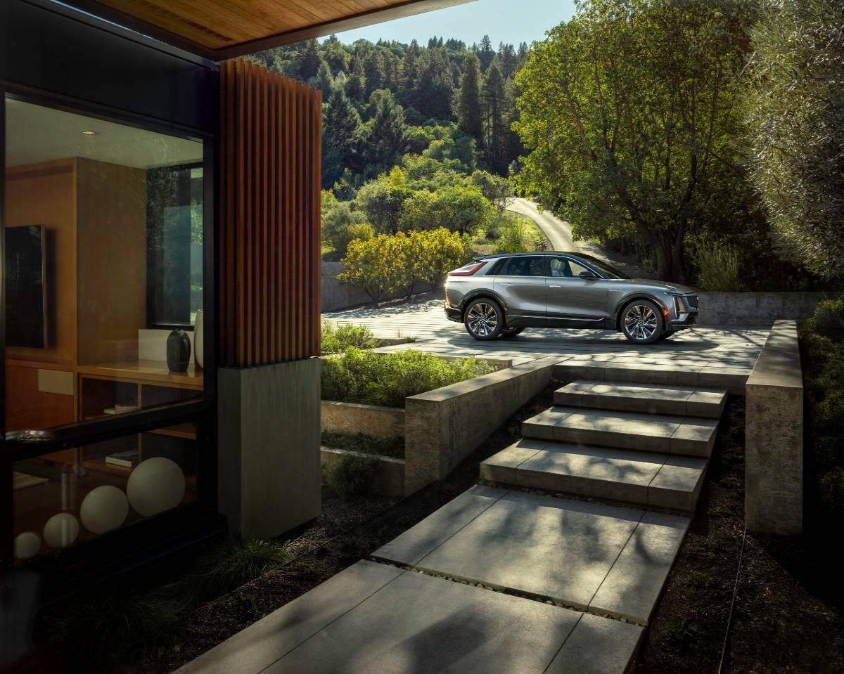Cadillac Debuts Electric Luxury SUV Model
