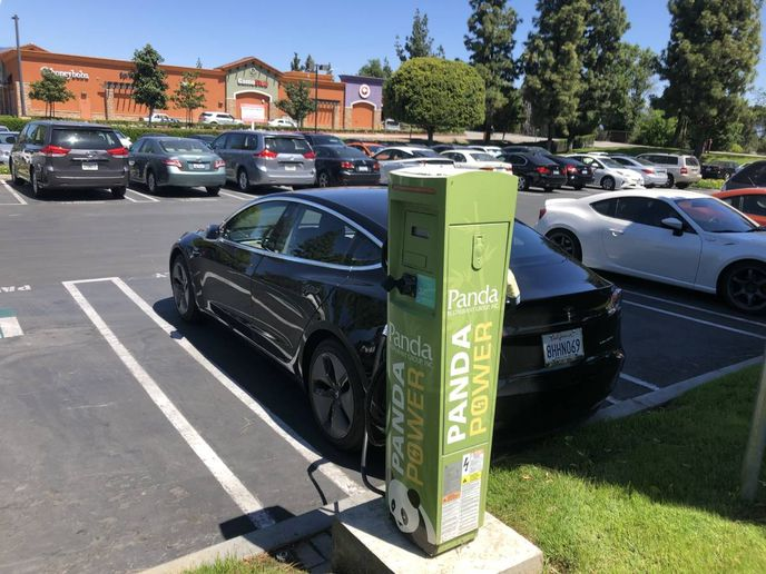 Started in 2016, the Charge Ready pilot program has added more than 1,000 EV chargers at more than 100 sites in the SoCal Edison service area. Of those chargers, EV Connect secured more than 300 connectors across 226 charging stations. - Photo: EV Connect