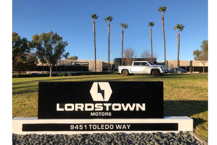 An Alpha prototype of the Lordstown Endurance all-electric pickup truck on display on Jan. 14, 2021 at the company's West Coast operations in Irvine, Calif. - Photo: Charged Fleet