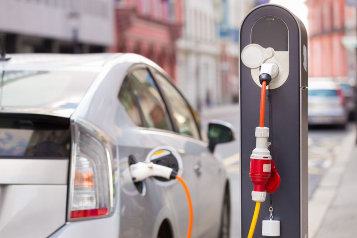 Some benefits of faster fleet electrification: Increase the size of the used electric vehicle (EV) market by 40%; add four million public charging units; lower battery costs by 14%; and avoid an estimated 120,000 premature deaths from transport-related pollution, according to a study from The Climate Group. - Photo: Climate Group
