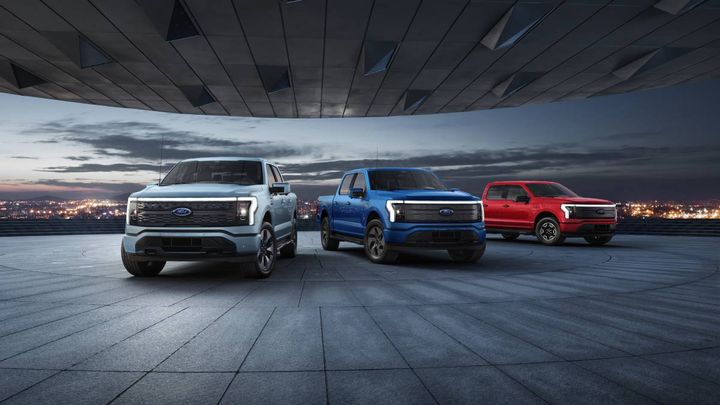 F-150 Lightning reservations exceeded 120,000. Almost 80% of the fully electric Lightning truck customers are coming from other brands, with most orders coming from California and bringing new people to the full-size truck segment. - Photo: Ford