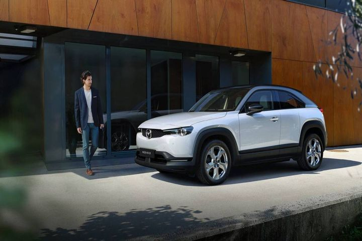 The MX-30 fits with many daily commutes with an EPA estimated range of 100 miles on a full charge. It is designed to meet the needs of most urban residents. - Photo: Mazda