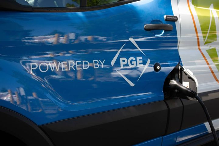 The PGE Drive Change Fund enabled Meals on Wheels People to purchase two electric vehicles and install electric vehicle charging stations at its headquarters, allowing public charging access. - Photo: Meals on Wheels People