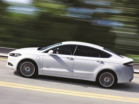The 2014 Ford Fusion Energi SE recycles its energy with regenerative braking, which recharges its 7.6kW lithium ion battery by capturing 90 percent of the vehicle's braking energy that would otherwise be lost to heat.