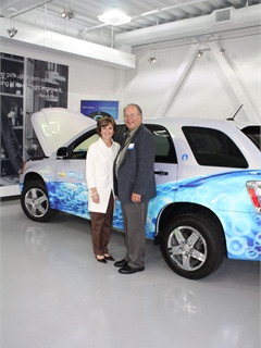 GE's Deb Frodl and AF Editor Mike Antich pause from their tour of the Vehicle Innovation Center in front of a Chevrolet Equinox fuel-cell vehicle.