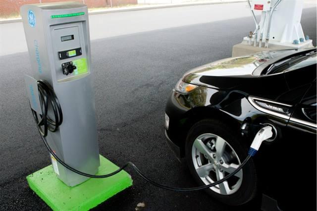 GE EV Solar Carport charging a vehicle in Plainville, Conn.