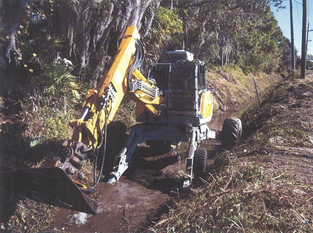 Sarasota County in Florida uses Menzi Mucks for clearing ditches and drainage canals.