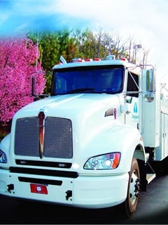 Alagasco has been transitioning its fleet to CNG since 2009, with 17 percent of its vehicles now fueled by CNG. It is replacing its heavy trucks with Kenworth T440 CNG models (right).