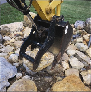 The Caterpillar hydraulic thumb attachment provides greater machine dexterity when moving large objects or cleaning debris.