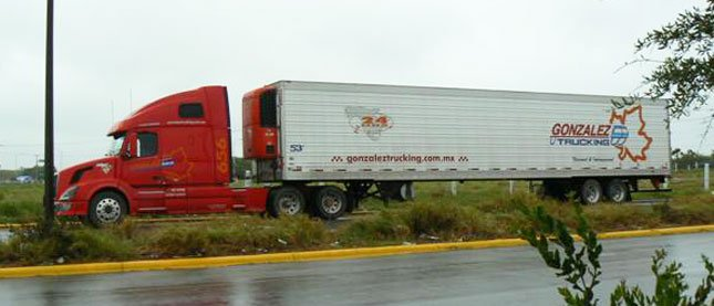 Photos of Mexican trucks operating in Mexico -- maybe it's a myth that Mexican trucks are a safety nightmare. (Photos courtesy Mexico Trucker blog)