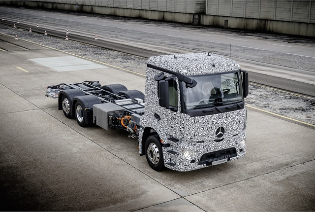 Heavy electric delivery truck's range is 200 kilometers (124 miles) and its batteries can be recharged in as little as two hours. Photos: Daimler Trucks