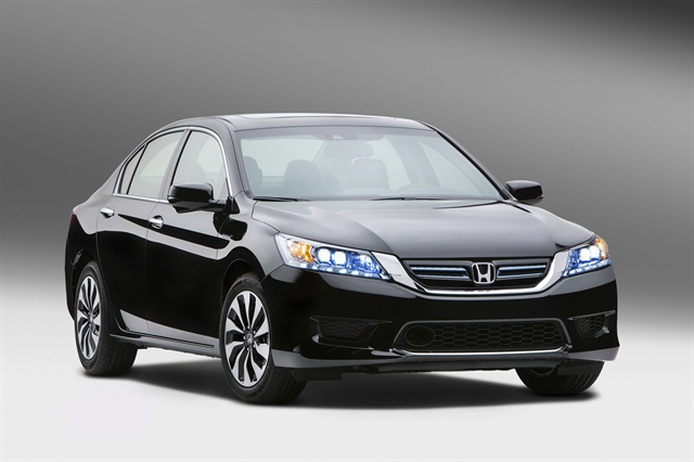 The 2014 Honda Accord Hybrid features a 124-kW electric motor and an all-new 2.0L DOHT i-VTEC Atkinson-cycle four-cylinder engine.