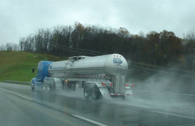 Tanker fenders protect the tank itself, but water splashed against them atomizes into spray. Sailing mudflaps let splash and spray fly high and onto following vehicles.
