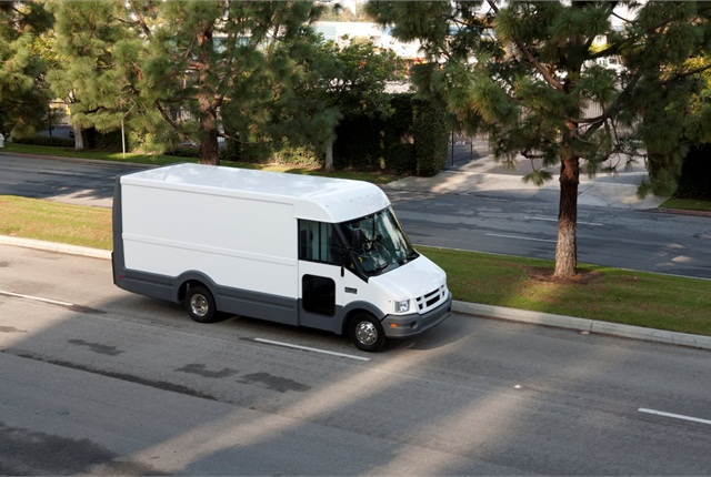 Isuzu-Utillmaster: The Reach van is lighter and lower than traditional walk-ins. It uses an Isuzu Eco-Max chassis with a 3-liter 150-horsepower I-4 diesel and Aisin 6-speed double-overdrive automatic transmission. The engine is set forward to minimize intrusion into the cab. GVW rating is 12,000 pounds. A Utilimaster modular body made of plastic components includes impact-resistant lower panels at the rear and sides.