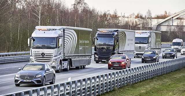 Daimler demonstrates a platoon of three trucks with Highway Pilot Connect. Photo: Daimler Trucks