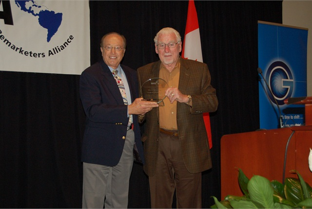 Dave Alfonso (left) presents the 2014 Circle of Excellence Award to Henry Stanley. (PHOTO: Chris Wolski)