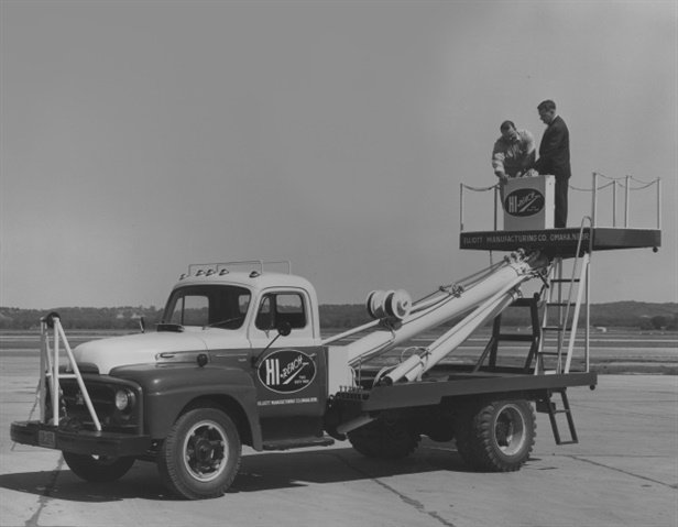 Elliott products enjoyed early adoption by electrical contractors and utilities, as post-war America constructed its electrical grid. (Photo: Elliott Equipment Company)