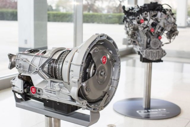 Photo of the 10R8010-speed (left) and 3.5-liter EcoBoost engine courtesy of Ford.
