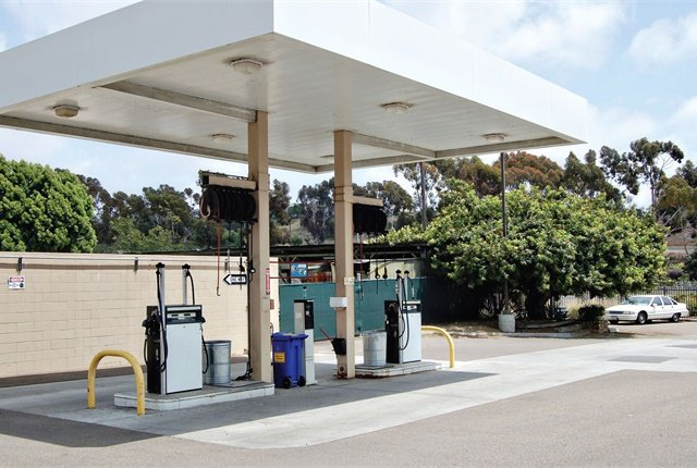 On-site fueling stations can be challenging to manage. But with the right resources, fleets can maximize their service level while keeping costs manageable. File Photo