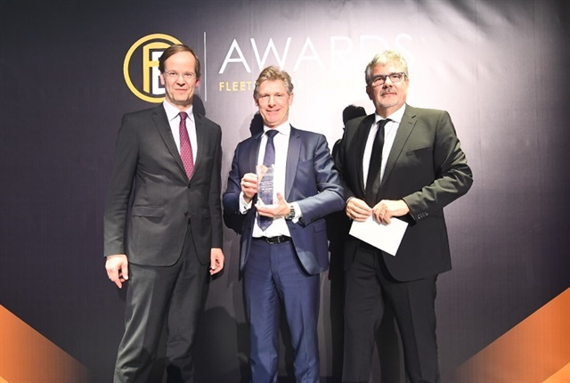 (Center)Tim Albertsen, group deputy CEO at ALD S.A., was awarded the 2017International Fleet Hall of Fame Award.