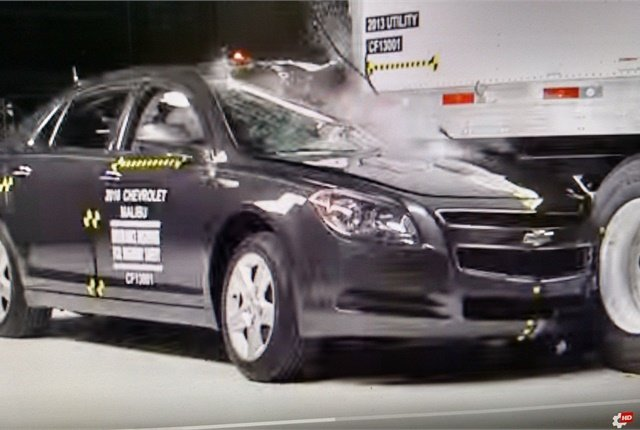 <p><strong>Until recently, standard rear-impact guards offered little protection against offset and other crashes, says the Insurance Instutute for Highway Safety, which tested the guards. </strong><em>Image: IIHS</em><strong> </strong></p>