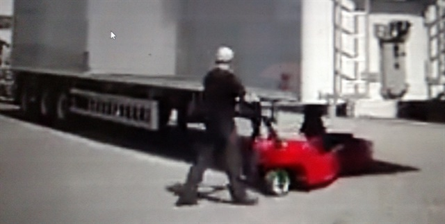 This operator moves briskly as he backs a trailer into a parking slot. The Electrotrekker is battery-electric powered. Photos: Tom Berg, from Verhagen video