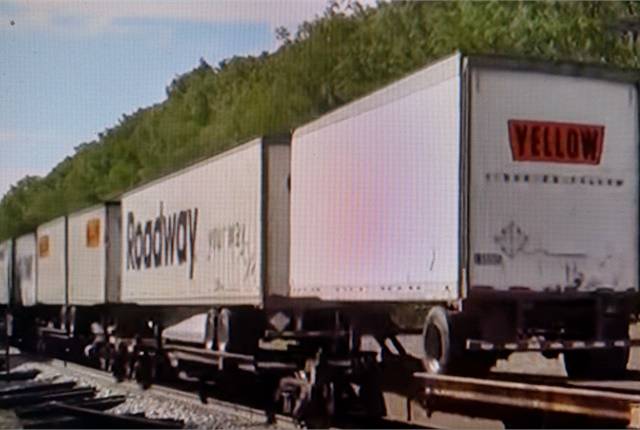 Piggyback trailer growth is particularly strong with 28-foot pups, FTR says. Images: Johnny's Train Videos via YouTube