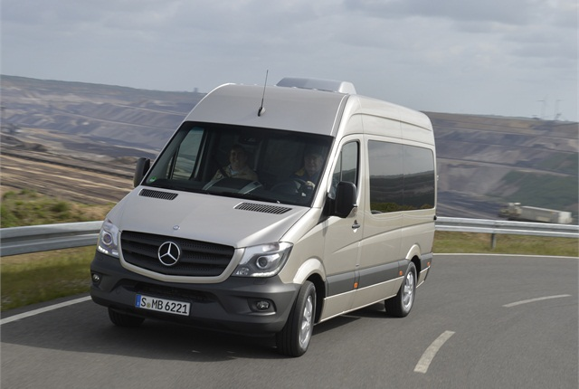 The Sprinter chassis features independent wheel suspension at the front with transverse leaf springs, something that contributed to a comfortable ride and an absence of feeling tracks and bumps in the more worn parts in the pavement.