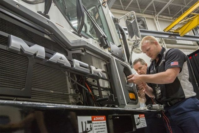 "Members of team ""Slackers"" from CIT Trucks of Rockford, Ill., during the Mack Masters Competition. Photos: Mack Trucks"
