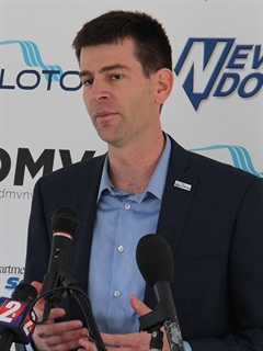 Josh Switkes, CEO, Peloton Technology, speaks to a group of Nevada transportation officies during a truck platooning demonstration featuring Peloton's technologies. Photo: Jim Beach