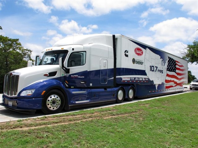 The Cummins/Peterbilt SuperTruck was the first project completed in February 2014. At 10.7 mpg on the official test run, it demonstrated a 75% increase in fuel economy, a 43% reduction in greenhouse gas emissions and an 86% gain in freight efficiency. Photo: Jim Park