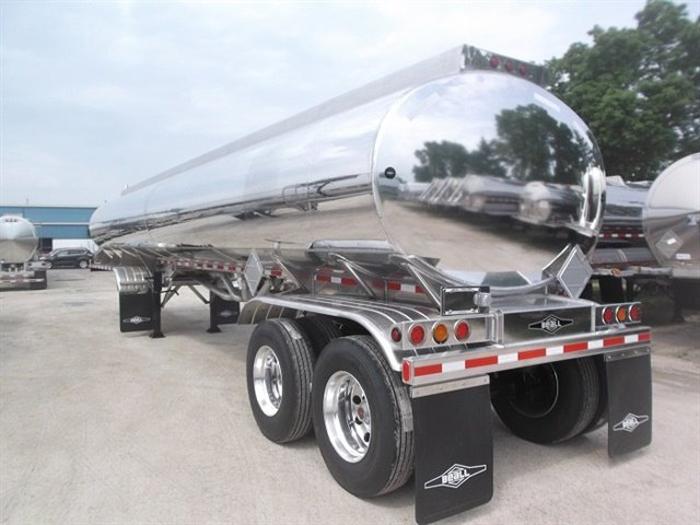 Beall's low-profile petroleum tank has a center of gravity 4 to 6 inches lower than traditional fuel-hauling trailers. Photo: Wabash National